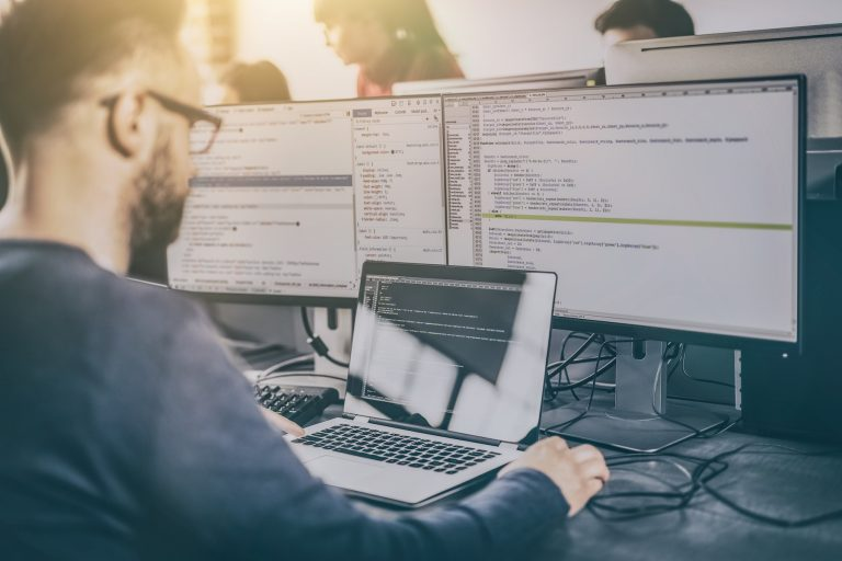 Programadores bilingües: Aprende inglés técnico para ingenieros